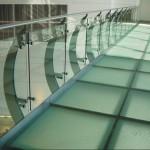 suelo de vidrio pisable